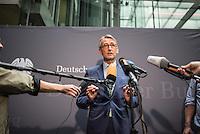 Am 2. Juni 2016 fand die 20. Sitzung des 2. NSU-Untersuchungsausschusses des Deutschen Bundestag statt. Als Zeuge der nichtöffentlichen Sitzung war Hans-Georg Maassen, Praesident des Bundesamt fuer Verfassungsschutz geladen.<br /> Im Bild: Armin Schuster, Obmann der CDU im Ausschuss bei seinem Pressestatement zur Anhoerung des Zeugen Maassen.<br /> 2.6.2016, Berlin<br /> Copyright: Christian-Ditsch.de<br /> [Inhaltsveraendernde Manipulation des Fotos nur nach ausdruecklicher Genehmigung des Fotografen. Vereinbarungen ueber Abtretung von Persoenlichkeitsrechten/Model Release der abgebildeten Person/Personen liegen nicht vor. NO MODEL RELEASE! Nur fuer Redaktionelle Zwecke. Don't publish without copyright Christian-Ditsch.de, Veroeffentlichung nur mit Fotografennennung, sowie gegen Honorar, MwSt. und Beleg. Konto: I N G - D i B a, IBAN DE58500105175400192269, BIC INGDDEFFXXX, Kontakt: post@christian-ditsch.de<br /> Bei der Bearbeitung der Dateiinformationen darf die Urheberkennzeichnung in den EXIF- und  IPTC-Daten nicht entfernt werden, diese sind in digitalen Medien nach §95c UrhG rechtlich geschuetzt. Der Urhebervermerk wird gemaess §13 UrhG verlangt.]