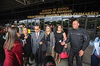 SAO PAULO, SP, 25.09.2013 -Caso Friboi- Giselma Carmen Campos e seu advogado Ademar Gomes chega no Fórum Mario Guimarães  da Barra Funda, em São Paulo. – zona oeste.. (Foto: Adriano Lima / Brazil Photo Press)