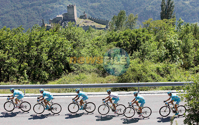 Maglia Bianca wearer Fabio Aru (ITA) and his Astana team drive on the pace at the front of the peloton during Stage 19 of the 98th Giro d'Italia 2015 running 236km from Gravellona Toce to Cervinia. 29th May 2015. <br /> Photo: ANSA/Claudio Peri/www.newsfile.ie