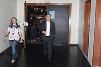 RIO DE JANEIRO, RJ, 22.08.2014 - SABATINA / R7 / RECORD NEWS / ANTHONY GAROTINHO -  O candidato do PR (Partido da Republica) ao governo do Rio de Janeiro Anthony Garotinho chega para sabatina promovida pelo portal R7 e a Record News na sede da emissora em Benfica no Rio de Janeiro, nesta sexta-feira, 22. (Foto: Celso Barbosa / Brazil Photo Press).