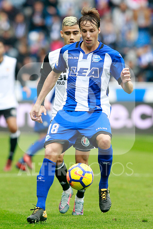 Deportivo Alaves' Tomas Pina (f) and Valencia CF's Andreas Pereira during La Liga match. October 28,2017. (ALTERPHOTOS/Acero)