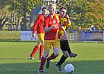 2015-11-01 / voetbal / seizoen 2015-2016 / Retie - Vorselaar / Steven Vanarwegen (l) (Retie) in duel met Rens (r) (Vorselaar)