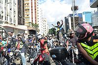 SAO PAULO, 20 DE FEVEREIRO DE 2013. - MANIFESTACAO MOTOCICLISTAS - Motociclistas fecham a Avenida Paulista em passeata contra a nova legislacao. Apos interditarem a esquina da Avenida Paulista com a Avenida Brigadeiro Luis Antonio, os motociclistas seguem sentido Consolacao.. (FOTO: ALEXANDRE MOREIRA / BRAZIL PHOTO PRESS)