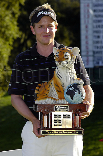 11 December 2005: English golfer Luke Donald (ENG) celebrates with the trophy after winning the Target World Challenge at the Sherwood Country Club in Thousand Oaks, California. Donald won the tournament by 2 shots, finishing at 16 under par. Photo: Darryl Dennis/actionplus..051211 man men golf player celebration joy celebrating cup winner win victory