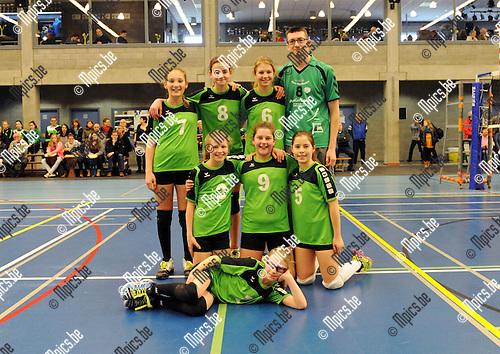 2015-04-04 / Volleybal / seizoen 2014-2015 / Finales Beker van Antwerpen / meisjes U13 Mendo Booischot / Lien Leers, Nette Peeters, Anke Kestens, Rebecca De Weerdt, Nina Van den Broeck, Frauke Minten en Caro Borrie<br /><br />Foto: Mpics.be