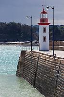 France, Côtes d'Armor (22),Côte d'Emeraude, Erquy, le phare sur le port // France, Cotes d'Armor,  Emeraude coast , Erquy,    lighthouse on port