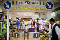 Italy. Lazio region. Rome. La Strada is a small supermarket selling only romanian products. Italian and romanian flag.  Romanian immigration. 26.09.2011 © 2011 Didier Ruef