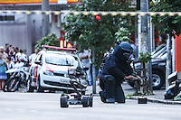 SÃO PAULO,SP, 26.03.2016 - BOMBA-SP - Gate realiza operação de desativação de suposta bomba na rua Teodoro Sampaio com Benedito Calixto, em Pinheiros, zona oeste de São Paulo neste sábado, 26. (Foto: William Volcov/Brazil Photo Press)