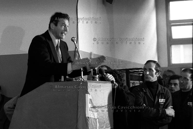 Gennaio 1978 Milano:  il segretario nazionale della CGIL all'assemblea dei lavoratori della Ercole Marelli<br /> January 1978 Milan:  the National Secretary of the trade union CGIL  at the assembly of the Ercole Marelli workers