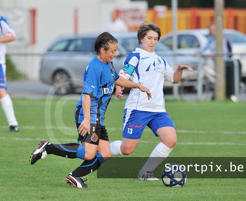 Club Brugge Dames : Christine Saelens in duel met Maren Van De Goor van Heist.foto VDB BART VANDENBROUCKE