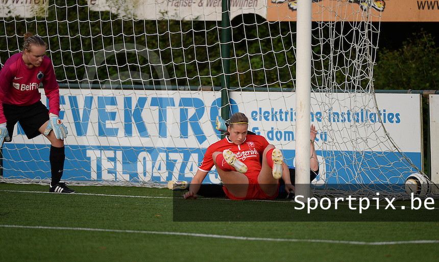 20140606 - Koksijde , BELGIUM : Twente's Anouk Dekker and Brugge's Christine Saelens pictured scoring both for Twente during the soccer match between the women teams of Club Brugge Vrouwen  and FC Twente Vrouwen  , on the 30th matchday of the BeNeleague competition on Friday 6th June 2014 in Koksijde .  PHOTO DAVID CATRY