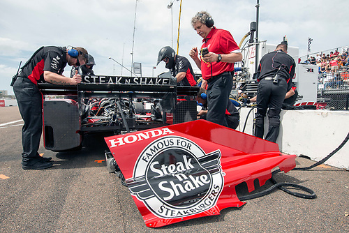 11-13 March, 2016, St Petersburg, Florida USA<br /> 15 Graham Rahal's crew working on the rear<br /> ©2016, Sam Cobb<br /> LAT Photo USA