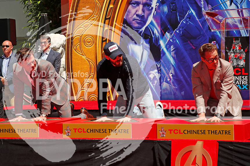 Chris Hemsworth, Chris Evans, und Robert Downey Jr. bei der Hand and Footprints Ceremony der 'Avengers: Endgame'- Darsteller am TCL Chinese Theatre Hollywood. Los Angeles, 23.04.2019