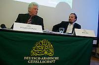 Der Junge Freiheit-Journalist Billy Six war am Dienstag den 26. Maerz 2013 zu Gast bei der Deutsch Arabischen Gesellschaft (DAG) und erzaehlte von seinen Eindruecken in Syrien.<br />Six wurde im Dezember 2012 in Syrien von Regierungstruppen festgenommen und wurde nach dreimonatiger Haft im Maerz 2013 freigelassen.<br />Im Bild vlnr.: Friedrich Kurz, ZDF-Mitarbeiter und DAG-Beiratsmitglied; Billy Six.<br />26.3.2013, Berlin<br />Copyright: Christian-Ditsch.de<br />[Inhaltsveraendernde Manipulation des Fotos nur nach ausdruecklicher Genehmigung des Fotografen. Vereinbarungen ueber Abtretung von Persoenlichkeitsrechten/Model Release der abgebildeten Person/Personen liegen nicht vor. NO MODEL RELEASE! Don't publish without copyright Christian-Ditsch.de, Veroeffentlichung nur mit Fotografennennung, sowie gegen Honorar, MwSt. und Beleg. Konto:, I N G - D i B a, IBAN DE58500105175400192269, BIC INGDDEFFXXX, Kontakt: post@christian-ditsch.de<br />Urhebervermerk wird gemaess Paragraph 13 UHG verlangt.]