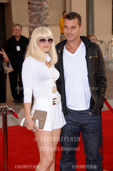 GWEN STEFANI & GAVIN ROSSDALE at the 2006 American Music Awards at the Shrine Auditorium, Los Angeles..November 21, 2006  Los Angeles, CA.Picture: Paul Smith / Featureflash