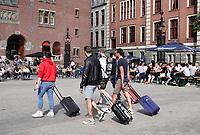 Nederland - Amsterdam - 2019.  Toeristen in het centrum van Amsterdam.  Foto Berlinda van Dam / Hollandse Hoogte