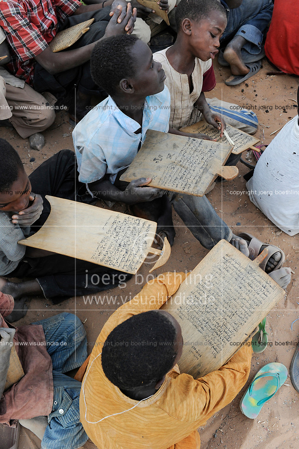 NIGER Zinder, children in Quran school / NIGER Zinder, Kinder in einer Koranschule