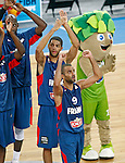 """France`s  Tony Parker and his teammates celebrate victory after European basketball championship """"Eurobasket 2013"""" semifinal basketball game between Spain and France in Stozice Arena in Ljubljana, Slovenia, on September 20. 2013. (credit: Pedja Milosavljevic  / thepedja@gmail.com / +381641260959)"""