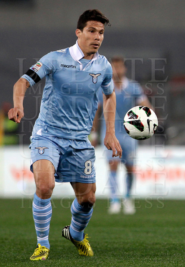Calcio, Serie A: Roma vs Lazio. Roma, Stadio Olimpico, 8 aprile 2013..Lazio midfielder Hernanes, of Brazil, in action during the Italian serie A football match between A.S. Roma  and Lazio at Rome's Olympic stadium, 8 april 2013..UPDATE IMAGES PRESS/Isabella Bonotto