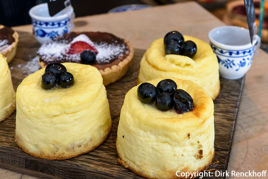 Kuchen in der Alpenkantine, Osterstr. 98Hamburg-Eimsb&uuml;ttel, Deutschland, Europa<br /> Cake in the Alpenkantine, Osterstr. 98Hamburg-Eimsb&uuml;ttel, Germany, Europe
