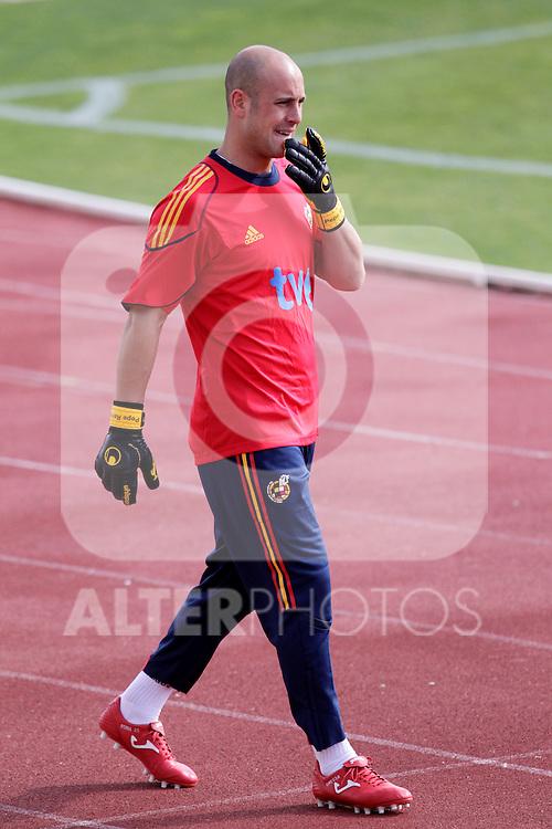 MADRID (25/05/09).- The Spanish Soccer national training session.  Pepe Reina...PHOTO: Cesar Cebolla / ALFAQUI