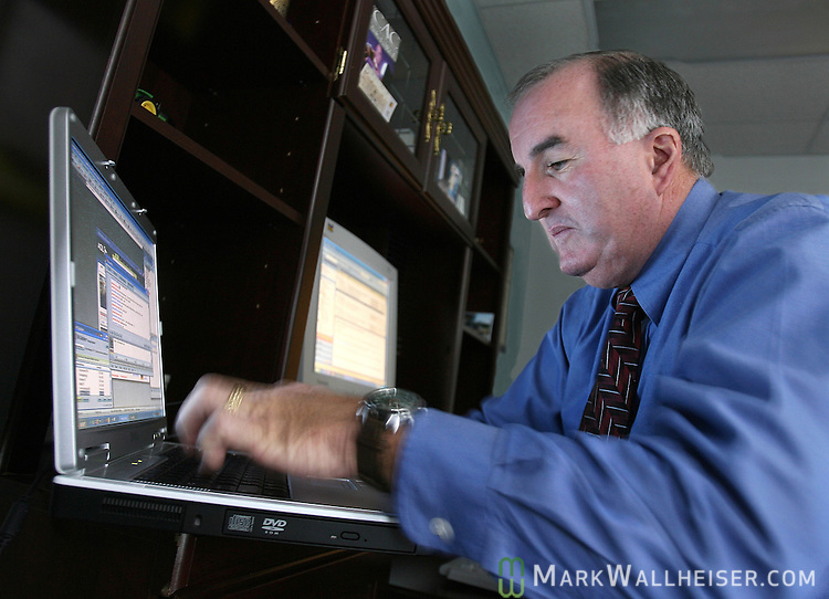 Fifty-year-old FDLE agent Don Condon, posing as a 14 year-old girl, chats with four different middle aged men at the same time in an AOL chat room to see if they are going to want to meet him for sex or send him pornographic photos Friday Jan. 19, 2007.   (Mark Wallheiser/TallahasseeStock.com)