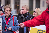 """Kundgebung des Deutschen Gewerkschaftsbund (DGB), des Sozialverbands Deutschland (SovD) und Deutscher Frauenrats am Montag den 18. Maerz 2019 in Berlin zum """"Equal PayDay"""".<br /> Der Equal PayDay (EPD), der internationale Aktionstag fuer Lohngleichheit zwischen Frauen und Maennern, macht auf die bestehende Ungerechtigkeit in der Bezahlung von Frauen gegenueber Maennern aufmerksam und wird in zahlreichen Laendern an unterschiedlichen Tagen begangen. In Deutschland markiert der Aktionstag symbolisch die Lohnluecke zwischen Frauen und Maennern. Die durchschnittliche Lohndifferenz von 21Prozent entspricht einem Zeitraum von 77 Kalendertagen im Jahr.<br /> An der Kundgebung des DGB nahmen etliche Politikerinnen und Politiker teil.<br /> In der Mitte: Reiner Hoffmann, DGB-Vorsitzender.<br /> 18.3.2019, Berlin<br /> Copyright: Christian-Ditsch.de<br /> [Inhaltsveraendernde Manipulation des Fotos nur nach ausdruecklicher Genehmigung des Fotografen. Vereinbarungen ueber Abtretung von Persoenlichkeitsrechten/Model Release der abgebildeten Person/Personen liegen nicht vor. NO MODEL RELEASE! Nur fuer Redaktionelle Zwecke. Don't publish without copyright Christian-Ditsch.de, Veroeffentlichung nur mit Fotografennennung, sowie gegen Honorar, MwSt. und Beleg. Konto: I N G - D i B a, IBAN DE58500105175400192269, BIC INGDDEFFXXX, Kontakt: post@christian-ditsch.de<br /> Bei der Bearbeitung der Dateiinformationen darf die Urheberkennzeichnung in den EXIF- und  IPTC-Daten nicht entfernt werden, diese sind in digitalen Medien nach §95c UrhG rechtlich geschuetzt. Der Urhebervermerk wird gemaess §13 UrhG verlangt.]"""