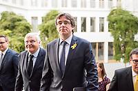Der ehemalige Katalanische Ministerpraesident Carles Puigdemont kuendigte am Mittwoch den 25. Juli 2018 in Berlin an, dass er am 28. Juli Deutschland verlassen und nach Belgien reisen werde. Nachdem Spanien auf seine Auslieferung aus Deutschland verzichtet und einen internationalen Haftbefehl zurueckgenommen hat, kann er sich in Europa frei bewegen.<br /> Zum Termin der Ankuendigung seiner Ruckreise nach Belgien hatte Puigdemont vier Anwaelte mitgebracht, die ihn juristisch beraten.<br /> Im Bild vlnr.: RA Soeren Schomburg; RA Wolfgang Schomburg; Carles Puigdemont; RA Jaume-Alonso Cuevillas.<br /> 25.7.2018, Berlin<br /> Copyright: Christian-Ditsch.de<br /> [Inhaltsveraendernde Manipulation des Fotos nur nach ausdruecklicher Genehmigung des Fotografen. Vereinbarungen ueber Abtretung von Persoenlichkeitsrechten/Model Release der abgebildeten Person/Personen liegen nicht vor. NO MODEL RELEASE! Nur fuer Redaktionelle Zwecke. Don't publish without copyright Christian-Ditsch.de, Veroeffentlichung nur mit Fotografennennung, sowie gegen Honorar, MwSt. und Beleg. Konto: I N G - D i B a, IBAN DE58500105175400192269, BIC INGDDEFFXXX, Kontakt: post@christian-ditsch.de<br /> Bei der Bearbeitung der Dateiinformationen darf die Urheberkennzeichnung in den EXIF- und  IPTC-Daten nicht entfernt werden, diese sind in digitalen Medien nach §95c UrhG rechtlich geschuetzt. Der Urhebervermerk wird gemaess §13 UrhG verlangt.]
