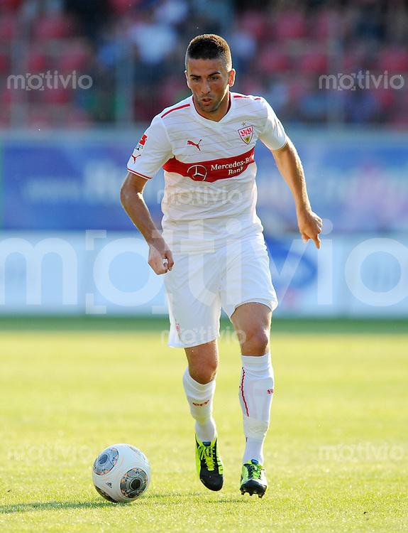 FUSSBALL  1. Bundesliga   2013/2014   Testspiel  FC Heidenheim - VfB Stuttgart   13.07.2013 Vedad Ibisevic (VfB Stuttgart) am Ball