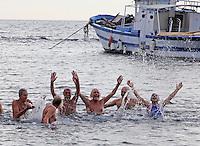 Il  tuffo per dare il benvenuto al nuovo anno nelle acque di Marechiaro, compie il suo cinquantesimo compleanno, Il  tuffo per dare il benvenuto al nuovo anno nelle acque di Marechiaro, compie il suo cinquantesimo compleanno,