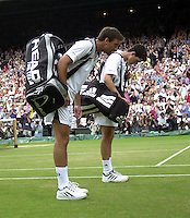 WIMBLEDON CHAMPIONSHIPS 2001 08/07/01 MENS SEMI-FINALS TIM HENMAN (GREAT BRITAIN)  GOES OFF AFTER LOSING MATCH TO GORAN IVANISEVIC (CROATIA) PHOTO ROGER PARKER