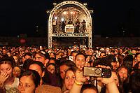 """CURITIBA, PR, 21 DE OUTUBRO DE 2012 –HUGO E TIAGO –Apresentação da dupla Hugo e Tiago<br /> na """"Festa Tudo de Bom"""" da Rádio 98 FM. O festival, que reuniu mais de 30 apresentações sertanejas e de pagode aconteceu no domingo (21), no Estádio Vila Capanema, em Curitiba. (FOTO: ROBERTO DZIURA JR./ BRAZIL PHOTO PRESS)"""