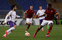 Calcio, Europa League: Ritorno degli ottavi di finale Roma vs Fiorentina. Roma, stadio Olimpico, 19 marzo 2015.<br /> Fiorentina's Mohamed Salah, left, is challenged by Roma's Mapou Yanga-Mbiwa during the Europa League round of 16 second leg football match between Roma and Fiorentina at Rome's Olympic stadium, 19 March 2015.<br /> UPDATE IMAGES PRESS/Isabella Bonotto