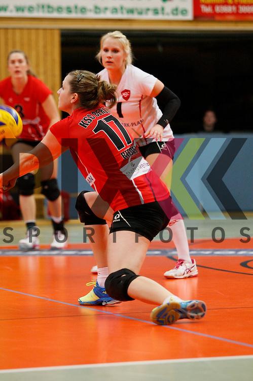 Koepenicks Pia Riedel (Nr. 17) nimmt an<br /> <br /> 14.02.15 Volleyball, 1. Bundesliga, Frauen, Saison 2014/15, VolleyStars Thueringen- KSC Koepenick Berlin<br /> <br /> Foto &copy; PIX *** Foto ist honorarpflichtig! *** Auf Anfrage in hoeherer Qualitaet/Aufloesung. Belegexemplar erbeten. Veroeffentlichung ausschliesslich fuer journalistisch-publizistische Zwecke. For editorial use only.
