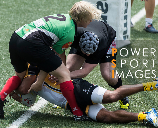 HSBC Penguins play Playmore's Devil's-Own Wanderers on Day 1 of the GFI HKFC Tens 2013 at the Hong Kong Football Club, Hong Kong. Photo by Manuel Queimadelos / The Power of Sport Images