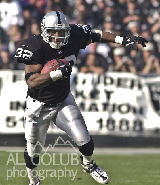 Oakland Raiders vs. Miami Dolphins at Oakland Alameda County Coliseum Saturday, January 6, 2001.  Raiders beat Dolphins  27-0.  Oakland Raiders full back Zack Crockett (32).