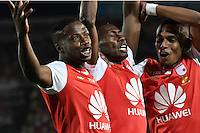 BOGOTA - COLOMBIA - 18-12-2016: Hector Urrego (C) , player of Independiente Santa Fe, celebrates a goal scoring to Fortaleza FC, during a match for the second leg between Independiente Santa Fe and Deportes Tolima, for the final of the Liga Aguila II -2016 at the Nemesio Camacho El Campin Stadium in Bogota city, Photo: VizzorImage / Luis Ramirez / Staff.