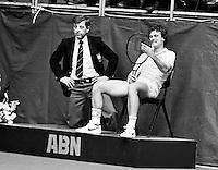 1983, ABN WTT, Gene Mayer pakt de scheidsrechtersstoel