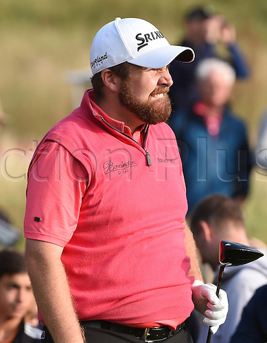 20.09.2014.  Newport, Wales. ISPS Handa Wales Open Golf. Day 3. Shane Lowry watches his drive on 18