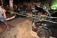 FOTO EMBARGADA PARA VEICULOS INTERNACIONAIS. ACIDENTE MOOCA, SAO PAULO, SP, 22-12-2012. Dois veiculos colidiram na RUa do Acre altura do numero 10 na Mooca. Tres pessoas ficaram feridas e foram socorridas a hospitais da regiao.  Luiz Guarnieri/ Brazil Photo Press.