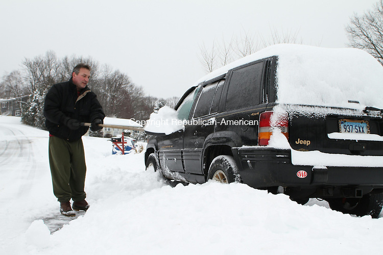 NAUGATUCK, CT 05 February 2014-020514LW01 - Dan Poppy shovels out his car on Morning Dove Road in Naugatuck Wednesay afternoon.<br /> Laraine Weschler Republican-American