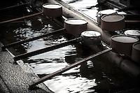 Le mont K?ya (???, K?ya-san?) est une montagne de la préfecture de Wakayama, au Sud d'?saka qui a donné son nom à un complexe de 117 temples bouddhiques., Asia, Asie, Japon, Japan Le bonze K?kai (??) a installé la première communauté religieuse sur ce mont, qui allait devenir le principal centre du bouddhisme Shingon. Situé sur un plateau à 800 m d'altitude entouré de huit sommets, le premier monastère s'est développé pour devenir une ville, K?ya, possédant une université d'études religieuses et plus de cent temples offrant l'hospitalité aux nombreux pèlerins et touristes.