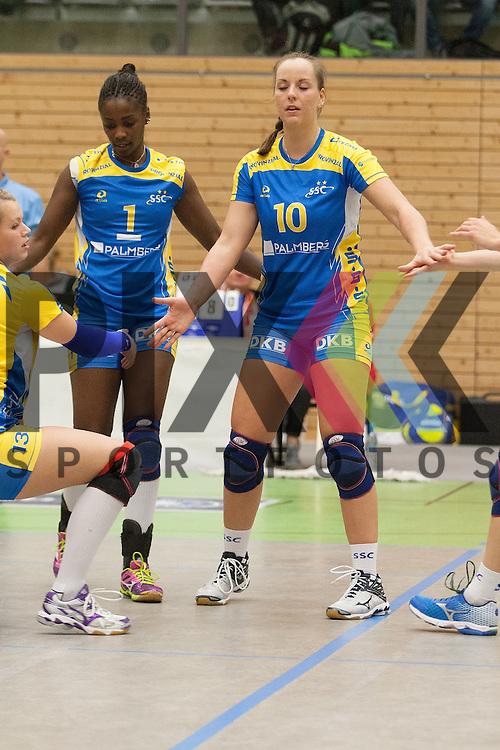 v. l. Schwerins Lousiane Penha Souza Ziegler und Schwerins Denise Hanke <br /> <br /> 05.12.2015 Volleyball Frauen 1. Bundesliga Koepenicker SC Berlin  - Schweriner SC <br /> <br /> Foto &copy; PIX-Sportfotos *** Foto ist honorarpflichtig! *** Auf Anfrage in hoeherer Qualitaet/Aufloesung. Belegexemplar erbeten. Veroeffentlichung ausschliesslich fuer journalistisch-publizistische Zwecke. For editorial use only.