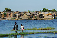 ZAMBIA Barotseland Mongu, Mulamba harbour at river Zambezi flood plain / SAMBIA Barotseland , Stadt Mongu , Hafen Mulamba in der Flutebene des Zambezi Fluss