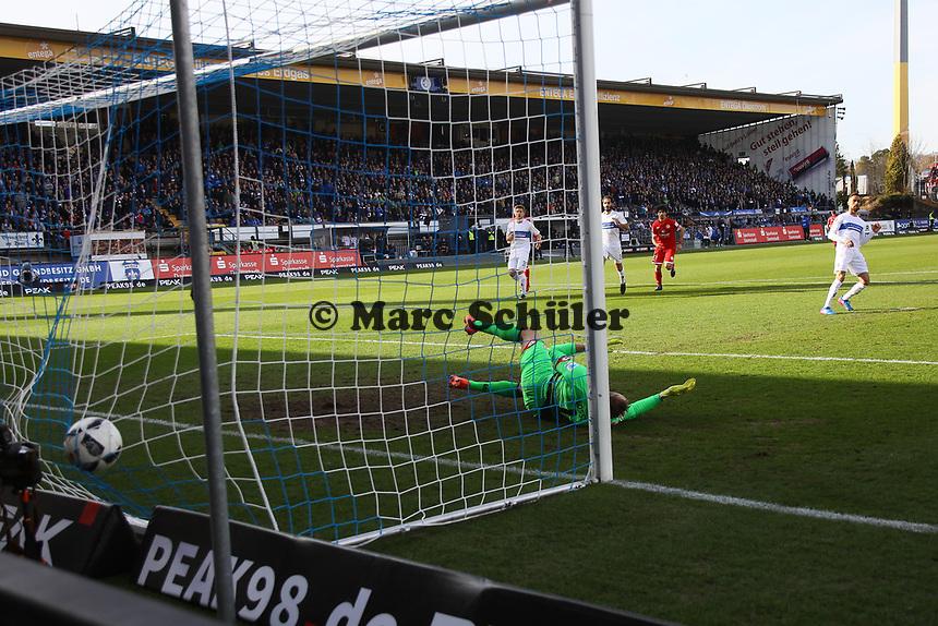 goal, Tor zum 2:0 per Elfmeter von Sidney Sam (SV Darmstadt 98)- 11.03.2017: SV Darmstadt 98 vs. 1. FSV Mainz 05, Johnny Heimes Stadion am Boellenfalltor
