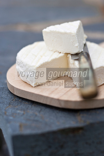 Europe/France/Midi-Pyrénées/12/Aveyron/Curières: L'Ecir en Aubrac  fromage de la  Fromagerie: L'Ecir en Aubrac - Fabrication artisanale de fromages au lait cru.