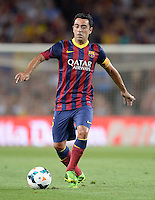FUSSBALL  INTERNATIONAL   SAISON 2011/2012   02.08.2013 Gamper Cup 2013 FC Barcelona - FC Santos Xavi Hernandez (Barca) am Ball