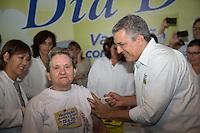 SAO PAULO, SP, 20 DE ABRIL DE 2013. CAMPANHA DE VACINACAO CONTRA A GRIPE 2013. O ministro da saúde, Alexandre Padilha, aplica vacina contra gripe em idosa durante o lançamento da campanha de vacinação contra a gripe 2013 na manhã deste sábado no Instituto Butantan na zona oeste da capital paulista  FOTO ADRIANA SPACA/BRAZIL PHOTO PRESS