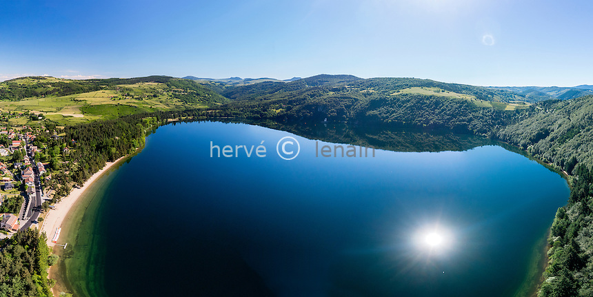 France, Ardèche (07), parc naturel régional des Monts d'Ardèche, massif du Mézenc, Lac-d'Issarlès, lac volcanique d'Issarlès (vue aérienne) // France, Ardeche, parc naturel regional des Monts d'Ardeche (Regional natural reserve of the Mounts of Ardeche), Mezenc Massif, Lac d'Issarles, Issarles volcanic lake (aerial view)