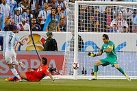 Action photo during the match Argentina vs Chile at Levis Stadium Copa America Centenario 2016. ---Foto  de accion durante el partido Argentina vs Chiler, En el Estadio de la Universidad de Phoenix, Partido Correspondiante al Grupo - D -  de la Copa America Centenario USA 2016, en la foto: Claudio Bravo<br /> --- 06/06/2016/MEXSPORT/PHOTOSPORT/ Andres Pina